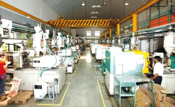 Elin's modern moulding facility equipped with ROBOs